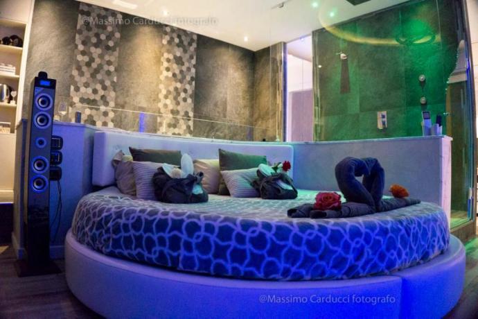 Suite di lusso con letto rotondo