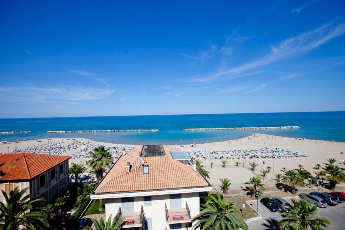 Hotel ottima vista mare dagli appartamenti nelle Marche