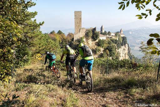Passeggiate in Mountain-Bike vicino Villa Vacanza Marche