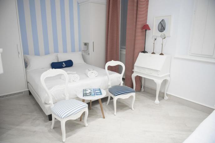 Letto matrimoniale Junior Suite hotel Finale Ligure