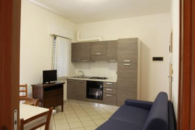 Bilocale lato collina soggiorno e cucina