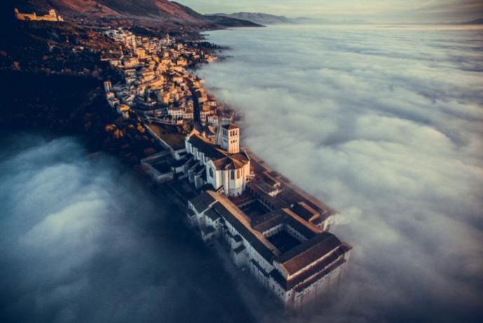 potrete ammirare Assisi ad oltre le nuvole