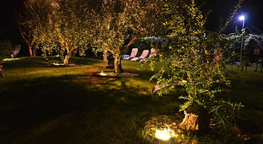 Giardino Piscina Ristorante e Wifi vicino Assisi