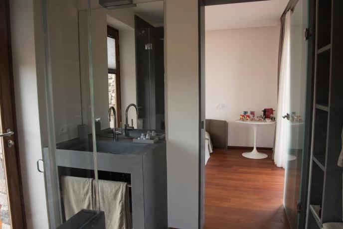 Casa vacanza Lipari con bagno moderno soggiorno Sicilia