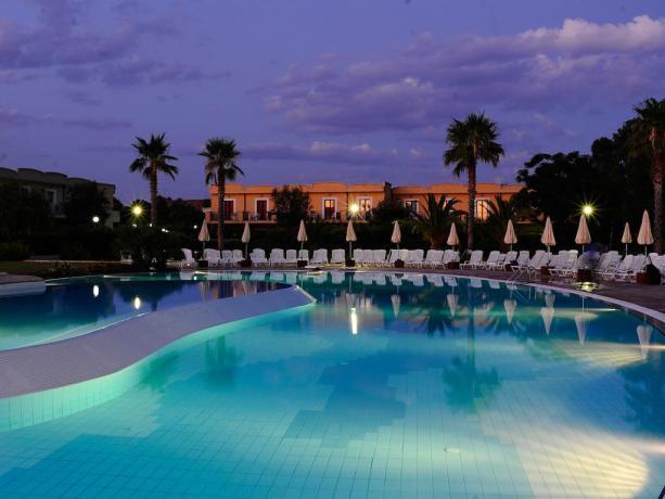 Marina di Cutro: Villaggio con 3 piscine 4stelle