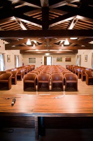 Sala congressi con microfoni resort 5stelle Perugia