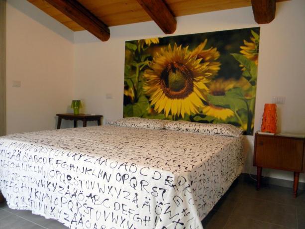 Camera matrimoniale romantica villa Macerata