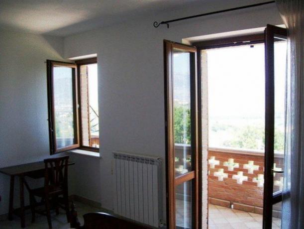 Balcone con vista panoramica Montefalco appartamento