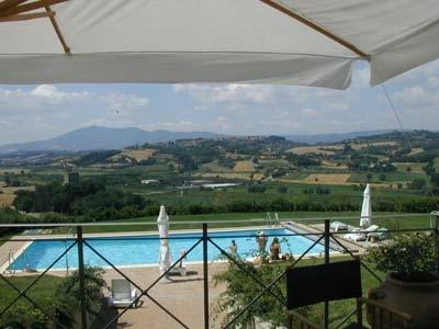 Camera romantica con letto a baldacchino beauty farm trasimeno piscina coperta castiglione del - Agriturismo piscina interna riscaldata ...