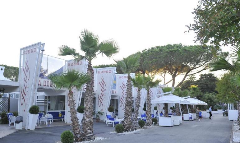 Resort con spiaggia privata a Baia Domizia