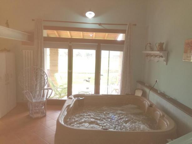 Relax in Agriturismo: con piscina e idromassaggio.
