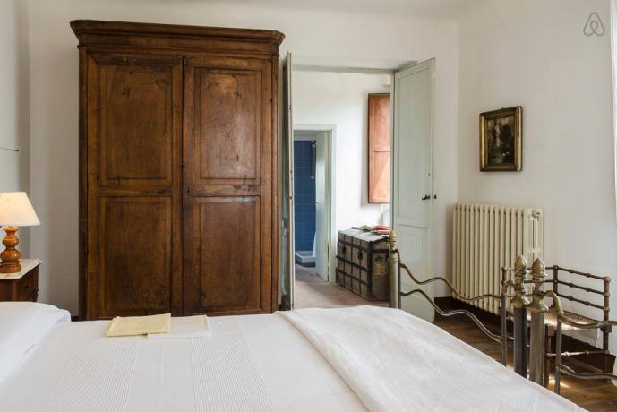 Camera matrimoniale con mobili dell'800