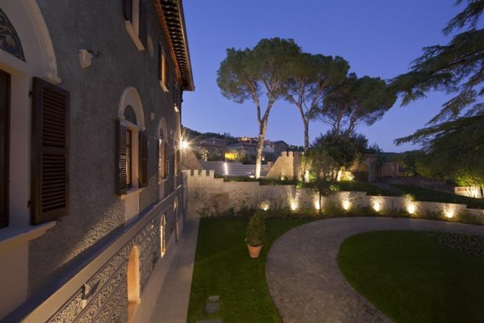Vista notturna albergo 5stelle Perugia