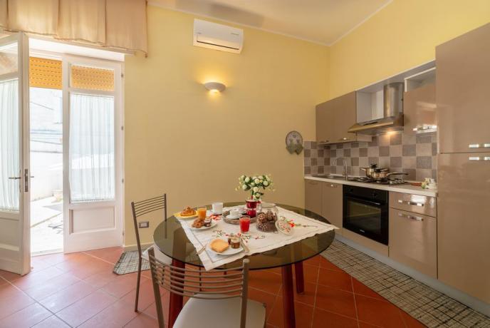Appartamento con salone cucina e terrazzo