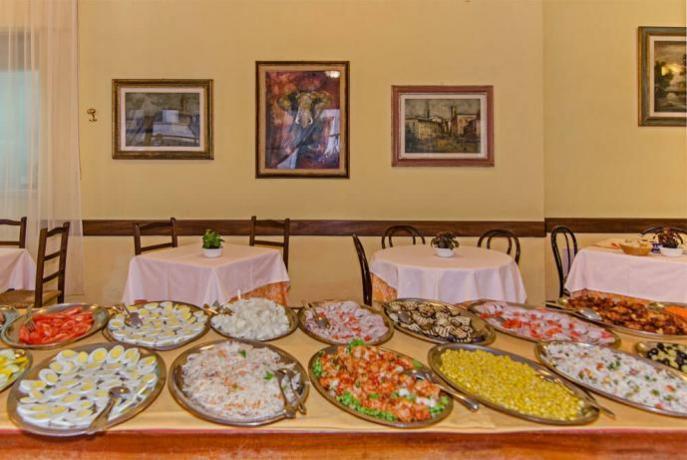 Sala Ristorante con Buffet Hotel Viareggio in Versilia