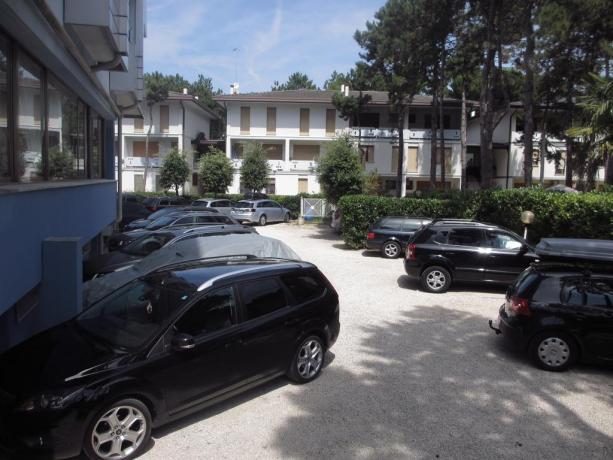 Parcheggio privato disponibile in loco albergo a Bibione