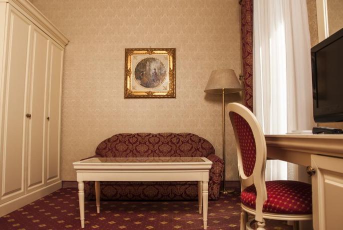 Salotto in camera Hotel 4 stelle vicino Padova