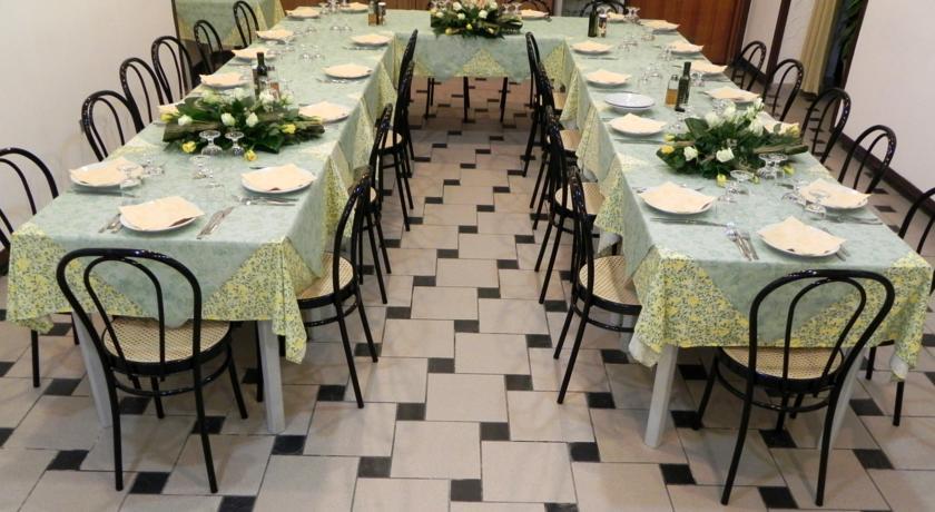 sala ristorante con cucina tipica sarda