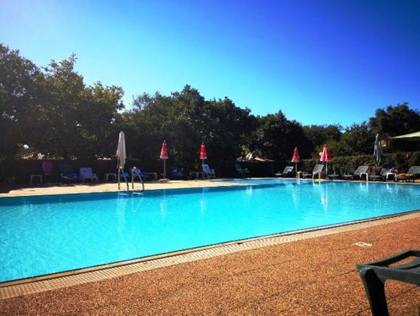 Villaggio e campeggio con piscina Oristano Sardegna