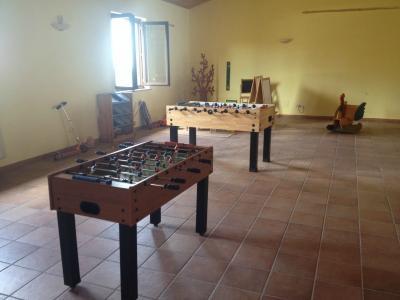 Sala comune con diverse attività