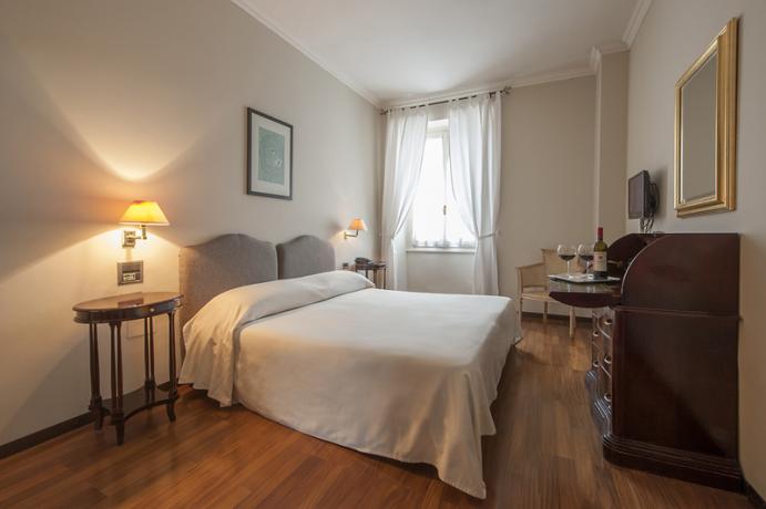 Confortevole Camera matrimoniale dell'hotel a Foligno