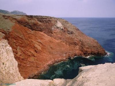 Capraia ferries, Staying in Capraia