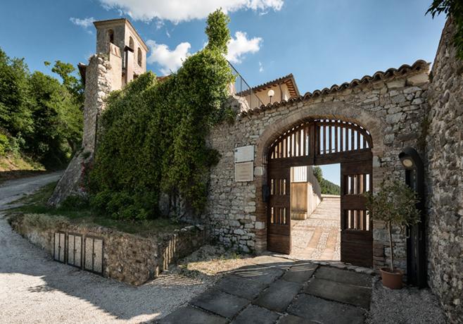 Romantico Castello Medievale con Suite Spoleto
