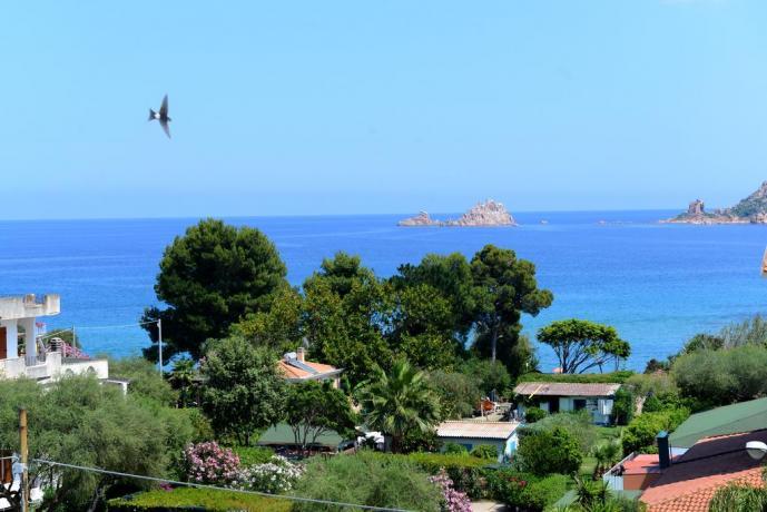 Appartamenti con balcone vista mare in Sardegna