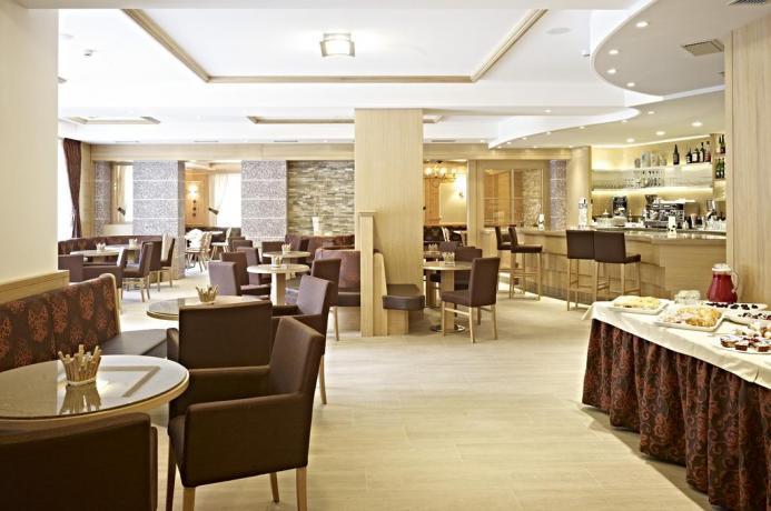 Sala da pranzo in Hotel a Molveno