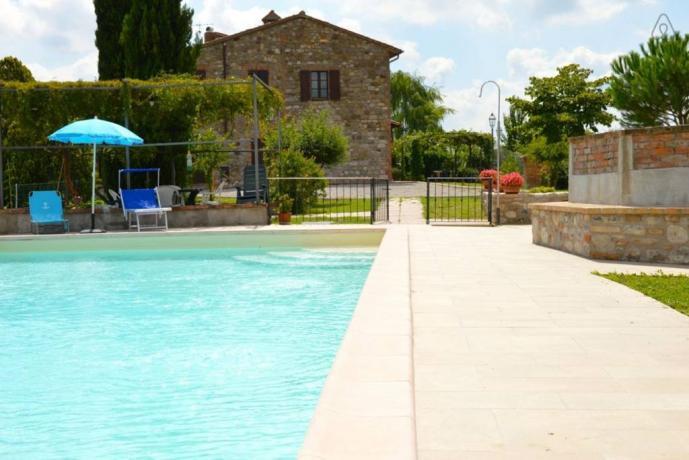 Casale per gruppi e famiglie con piscina