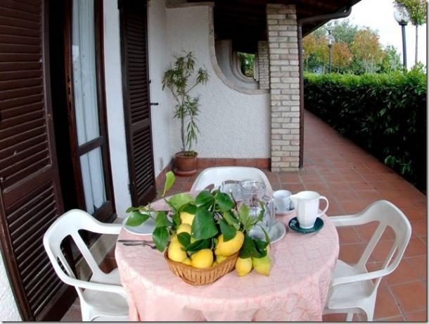 Casale Agrituristico veranda appartamento-vacanza bilocale Magione