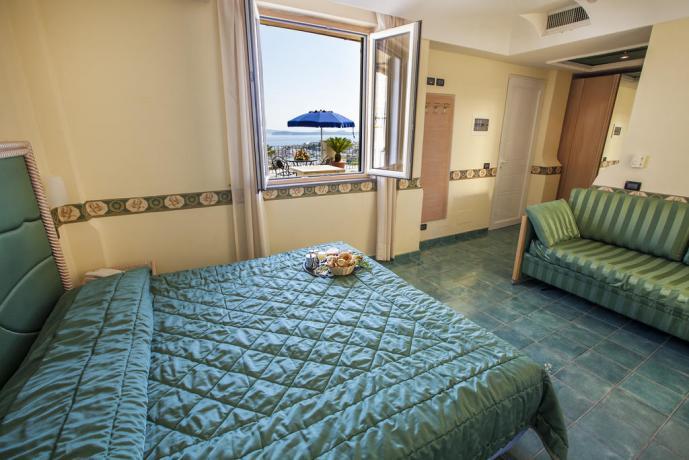 Camera matrimoniale vista mare albergo Ischia