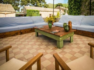 Zona relax in Masseria4stelle Valledolmo Sicilia ideale vacanze