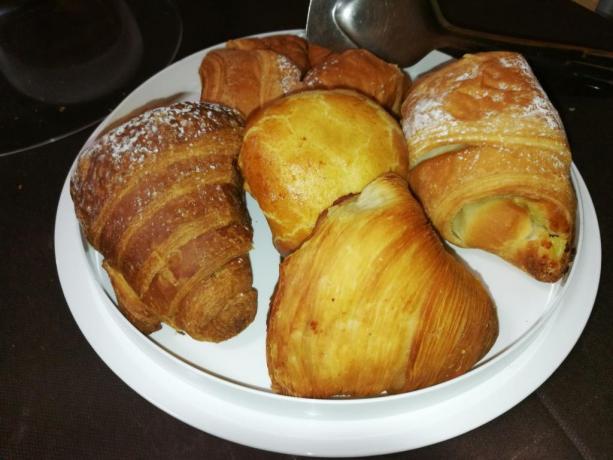Prima colazione dolci tipici locali