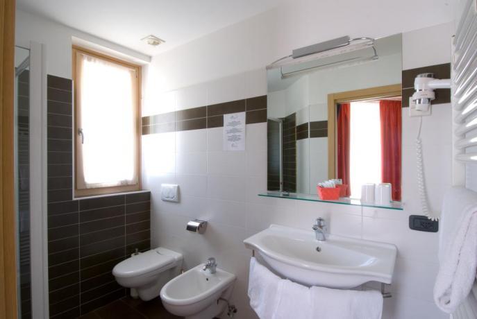 Camere con ampio bagno vicino Lago di Garda