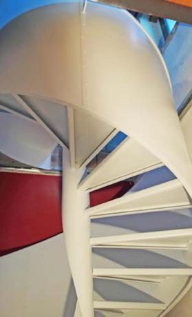 gradini in acciaio verniciato bianco