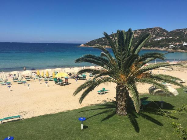 spiaggia vicino all'hotel lo smeraldo