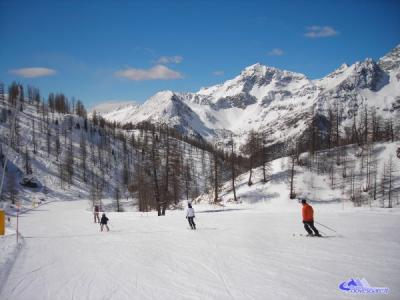 Stay near the slopes and skilifts, Ayas