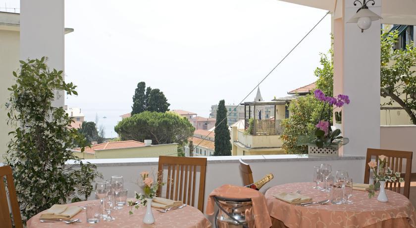 Camera vista mare con balcone