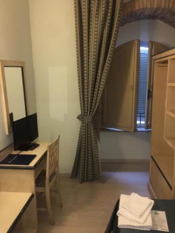 Camera hotel3stelle tv armadio centro Assisi umbria