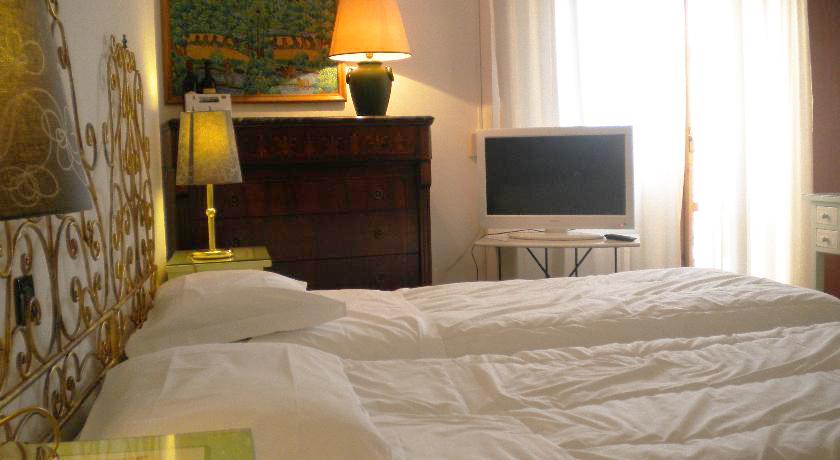 Camere con TV, telefono, clima e balcone