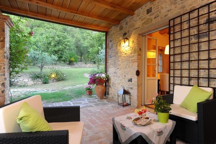 Villa in Umbria con portico salotto fuori