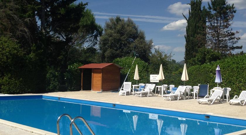 Agriturismo piscina appartamenti a Gubbio