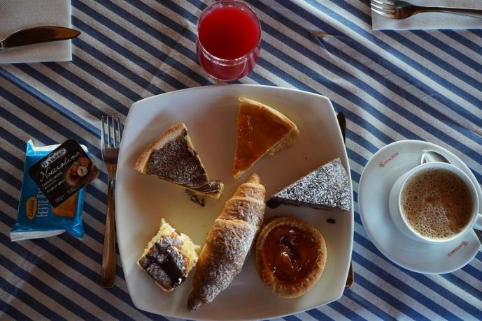 Villaggio con colazione continentale a buffet