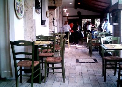 Sala colazione con arredamento rustico