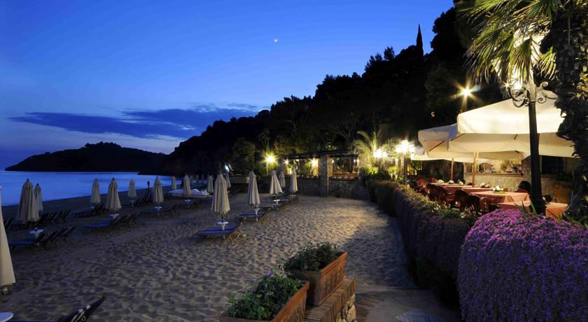 Hotel-AeneasLanding-villaggio-4stelle-vista-mare-piscina-naturale-golfodigaeta