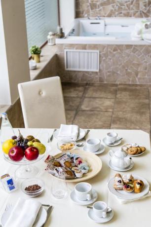 Colazione in camera suite con jacuzzi hotel4stelle Battipaglia
