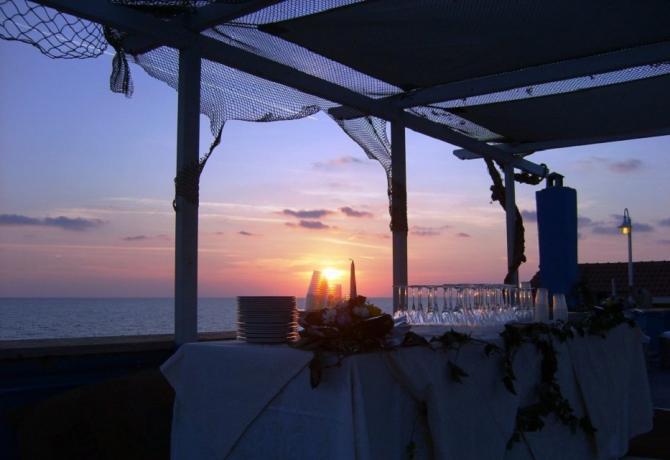 Matrimonio Spiaggia Anzio : Spiaggia delle sirene ristorante vista mare sulla spiaggia di