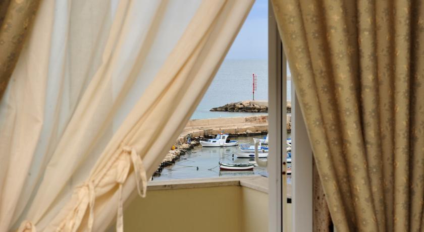 Hotel lungomare Mola di Bari