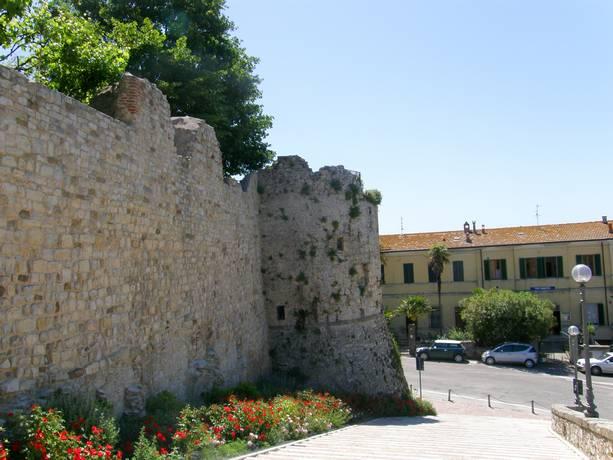 Scalinata per centro storico di Castiglione del Lago